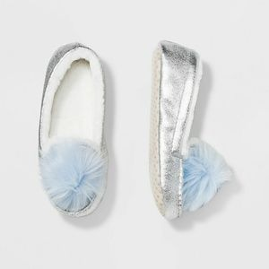NWT Girls' Silver Metallic Moccasin Slippers M